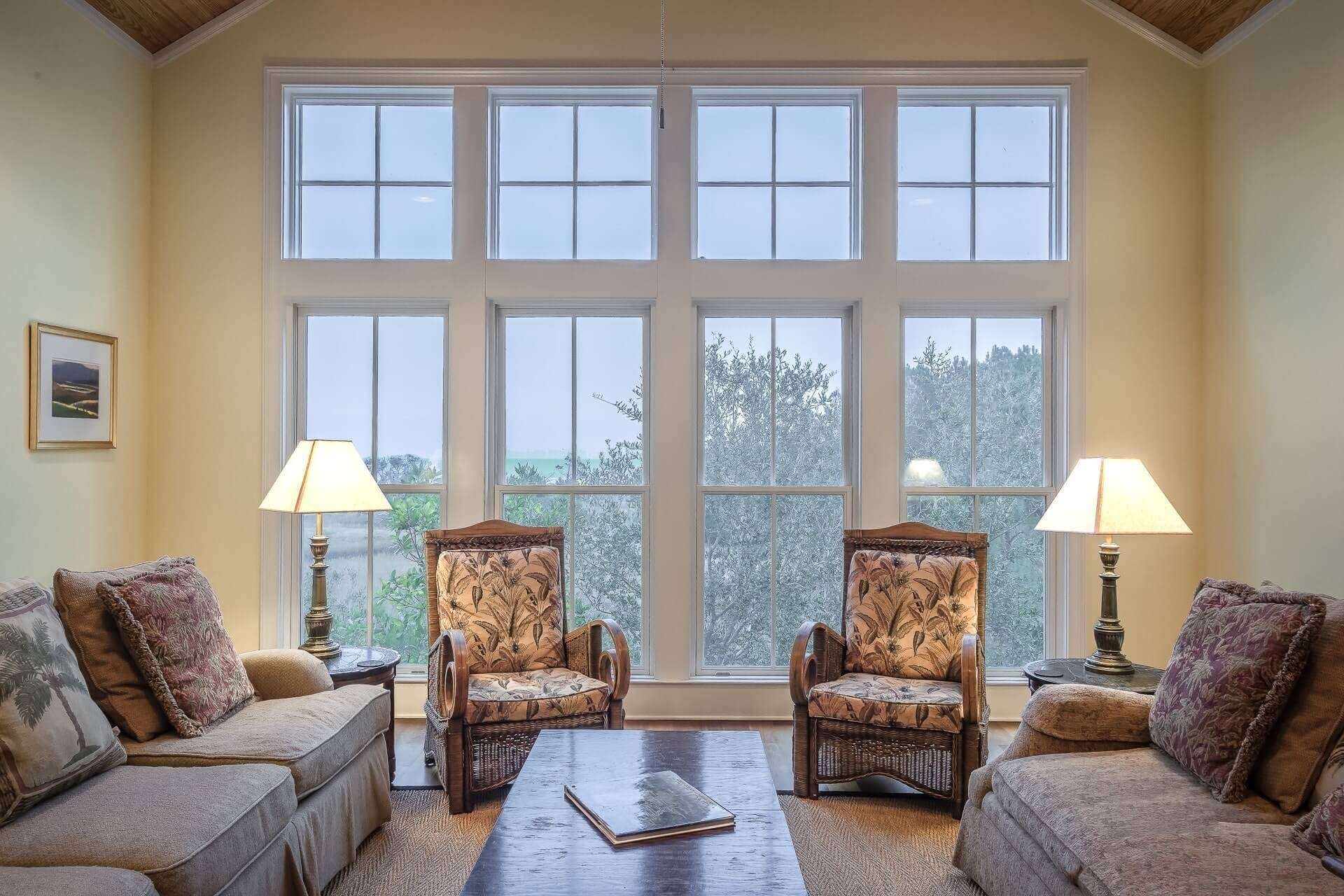winter-home-snow-forsale-selling-homestaging-tips-lighting-natural-lamps